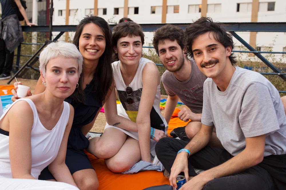 Da esq. para a dir.:  Flora Campos, Bianca Feliz, Bruna Giovannini, Gabriel Paiva e Caio França