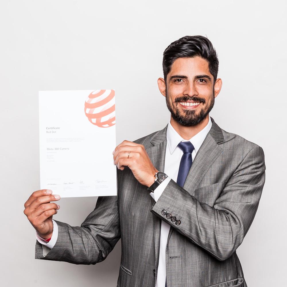 Ricardo Meneses foi a Essen, na Alemanha, receber o Red Dot Awards na categoria design de produto