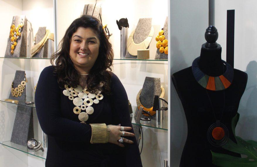 Paula no estande da Ponto Atelier na 24ª edição do Minas Trend