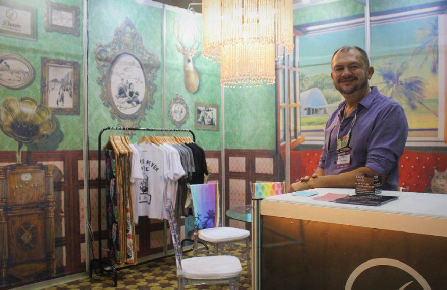 Pedro Julião em seu stand no Minas Trend
