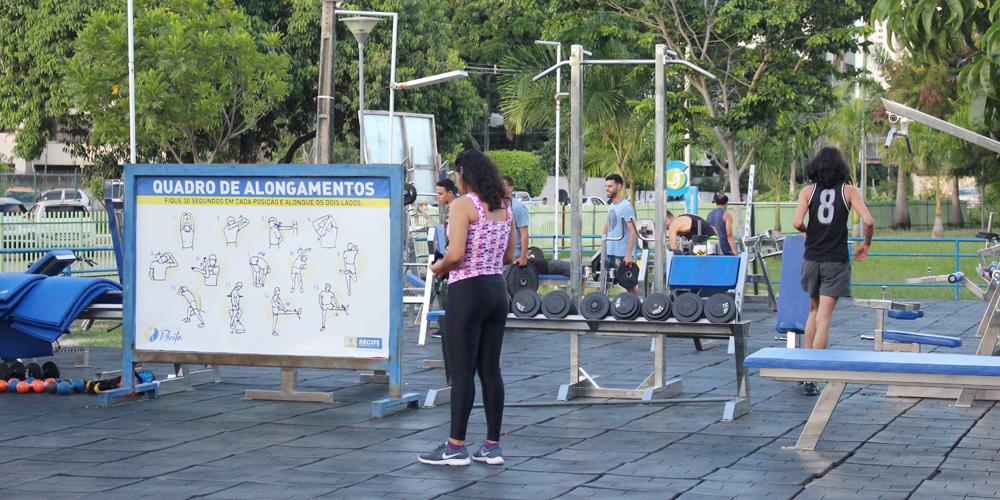 O grande destaque do Parque Santana é a área com equipamentos de academia