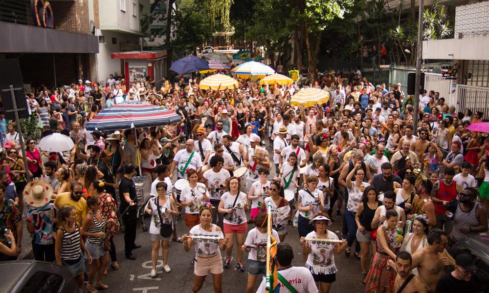 Bloco Cecílias e Buarques desfila pelos bairros vizinhos