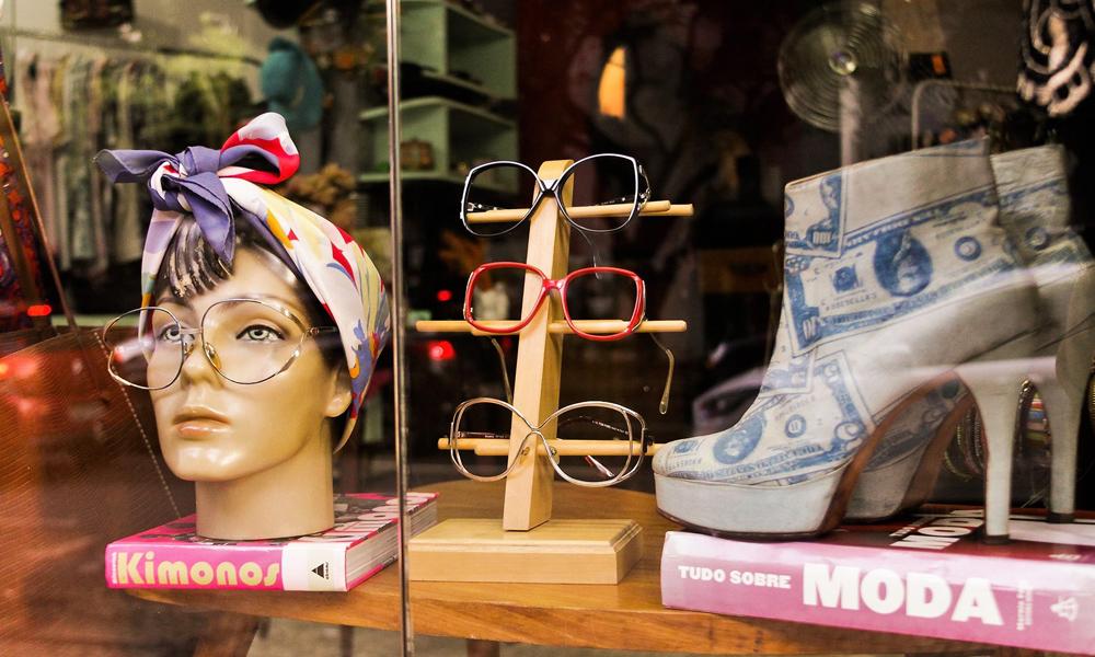 O Dorotea Brechó se destaca pela quantidade de óculos vintage em sua loja