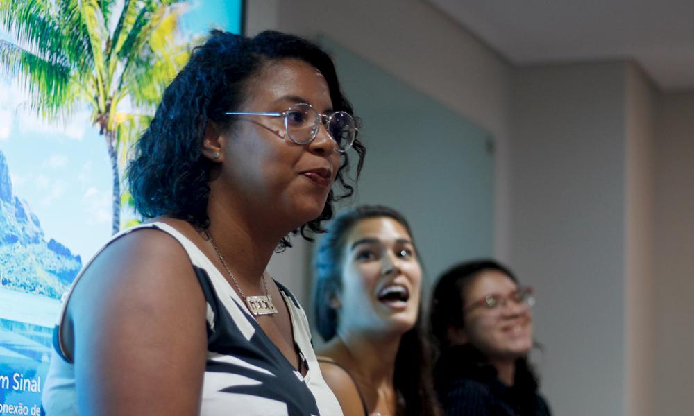 Wennya Sakii, Marina Pastore e Laura Regina durante palestra no Geek Night Recife