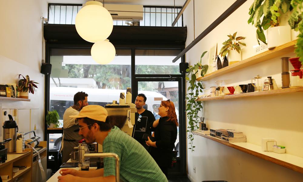 Takkø e a sua mistura de bons cafés e pequenas refeições num espaço aconchegante
