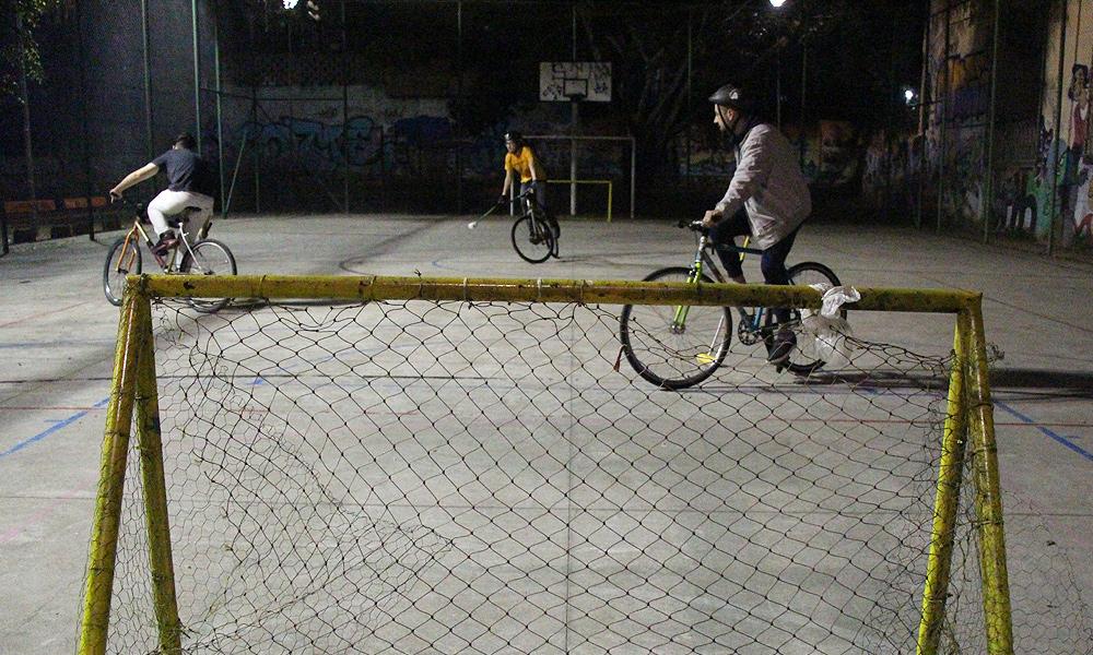 Bike polo é praticado em Porto Alegre desde 2013